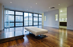 Salle de séjour d'appartement terrasse image stock