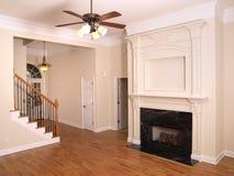 Salle de séjour de luxe avec la cheminée et le foyer 1 photos libres de droits