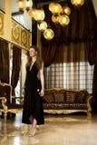 Salle de séjour de luxe avec le femme élégant Photo libre de droits