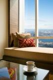 Salle de séjour de suite d'hôtel avec le bel intérieur De images stock