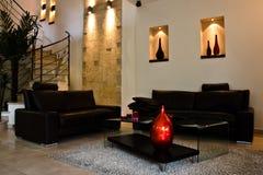 Salle de séjour moderne avec en haut Image stock