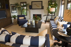 Salle de séjour à la maison de luxe. Images libres de droits