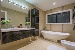 Salle de toilette à la maison de luxe Photos stock