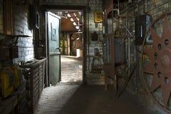 Salle de travail dans la vieille usine Photographie stock libre de droits