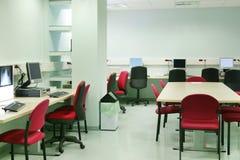 Salle des ordinateurs de diagnostic d'hôpital Secteur de traitement médical photographie stock libre de droits