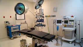 Salle et équipement d'opération pour la chirurgie image stock