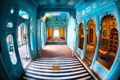 Salles bleues dans le palais de ville photo libre de droits