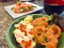 salmões do sashimi com arroz Imagem de Stock