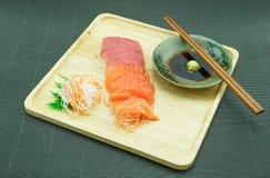 Salmões e atum do Sashimi Fotografia de Stock Royalty Free