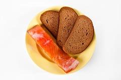 Salmões e pão na placa Imagens de Stock