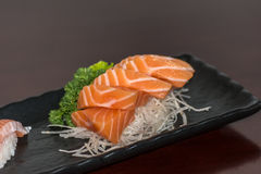 Salmões japoneses do sashimi do alimento Fotografia de Stock Royalty Free