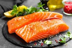 Salmões Peixes salmon frescos Faixa de peixes salmon crua foto de stock royalty free