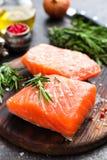 Salmões Peixes salmon frescos Faixa de peixes salmon crua fotografia de stock royalty free