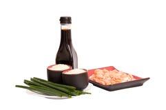 Salmões saborosos, arroz, molho de soja verde da American National Standard do alho-porro imagem de stock