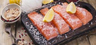 Salmon и кристаллические лапши Варить и ингридиенты Вкусно и здорово еда здоровая стоковые изображения