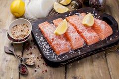 Salmon и кристаллические лапши Варить и ингридиенты Вкусно и здорово Здоровая еда, стоковая фотография rf