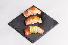 Salmon комплект суш, который служат на каменной плите Стоковая Фотография RF