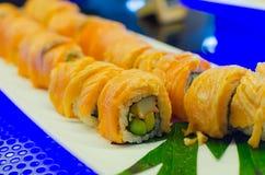 Salmon обернутый рис суш Стоковые Фотографии RF