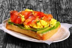 Salmon сандвич ciabatta взбитого яйца авокадоа Стоковые Фото