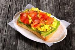 Salmon сандвич ciabatta взбитого яйца авокадоа Стоковая Фотография RF