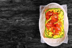 Salmon сандвич ciabatta взбитого яйца авокадоа Стоковое Изображение RF