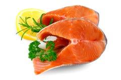 2 salmon стейка с лимоном и травой Стоковые Фото