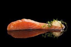 Salmon стейк на черноте. Стоковая Фотография RF
