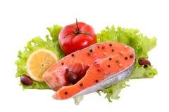 Salmon стейк, овощи изолированные на белой предпосылке стоковая фотография
