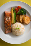 Salmon стейк с рисом Стоковое Изображение RF