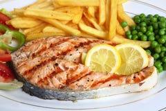 закройте зажженный salmon стейк вверх Стоковые Изображения