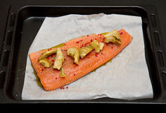 Salmon with artichokes and red pepper Royalty Free Stock Images