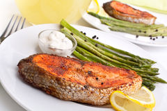 Salmon with asparagus, lemon and sauce Royalty Free Stock Photos