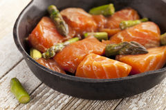 Salmon and asparagus stir fry Royalty Free Stock Images