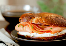 Salmon Bagel fumado Fotos de Stock Royalty Free