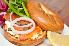 Salmon Bagel Sandwich stock afbeelding