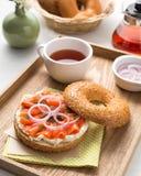 Salmon Burger Lizenzfreie Stockfotos
