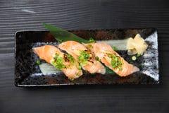 Salmon Cheese Sushi légèrement grillé image libre de droits