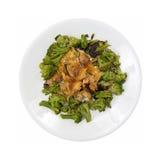 Salmon Chunks Bed Broccoli On vit platta arkivbilder