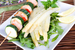 Salmon and courgette skewer with asparagus Stock Photography