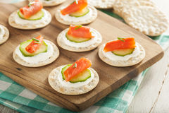 Salmon and Cracker Hor D'oeuvres Stock Images