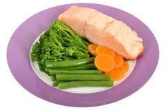 Salmon Fillet affogato con le verdure cotte a vapore Fotografia Stock Libera da Diritti