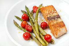 Salmon fillet with asparagus and cherry tomatoes Royalty Free Stock Photos