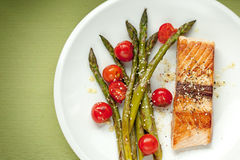 Salmon fillet with asparagus and cherry tomatoes Royalty Free Stock Images