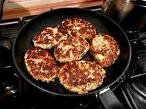 Salmon Fish Meatballs Frying hecho en casa en cacerola/Kofte o Kofta fotos de archivo libres de regalías