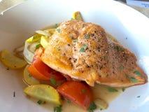 Salmon Fish och grönsakmaträtt Royaltyfria Foton