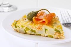 Salmon Frittata mit geräuchertem Lachs stockfoto
