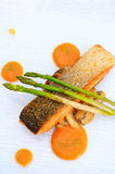 Salmon grilled with asparagus Royalty Free Stock Photography