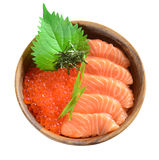 Salmon Ikura na bacia de madeira Imagem de Stock Royalty Free