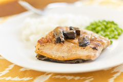 Salmon with Portobello Mushrooms Royalty Free Stock Images