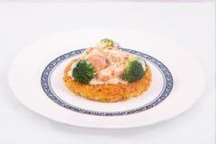 Salmon Rosti met gekookte broccoli en witte bechamelsaus die wordt gediend Royalty-vrije Stock Foto